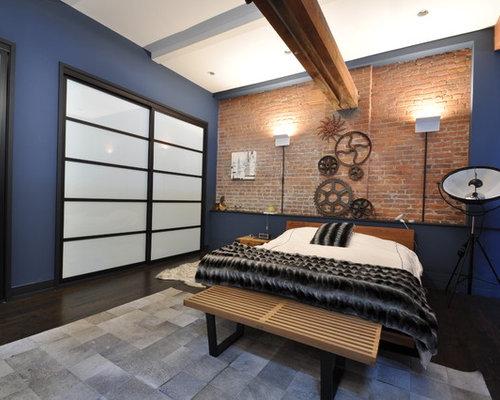 Chambre mansard e ou avec mezzanine industrielle avec un mur bleu photos et id es d co de - Chambre mansardee bleu ...