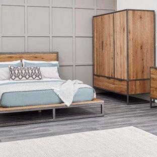 Foto de dormitorio principal, urbano, de tamaño medio, sin chimenea, con paredes grises, suelo de linóleo y suelo gris