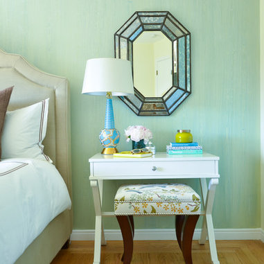 Casual Luxury Bedroom : Casual elegant bedroom with upholstered headboard, decorative wall ...