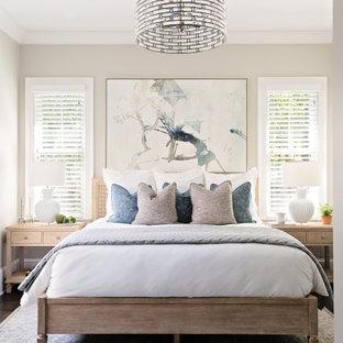 オーランドのトランジショナルスタイルのおしゃれな寝室 (グレーの壁、濃色無垢フローリング、茶色い床)