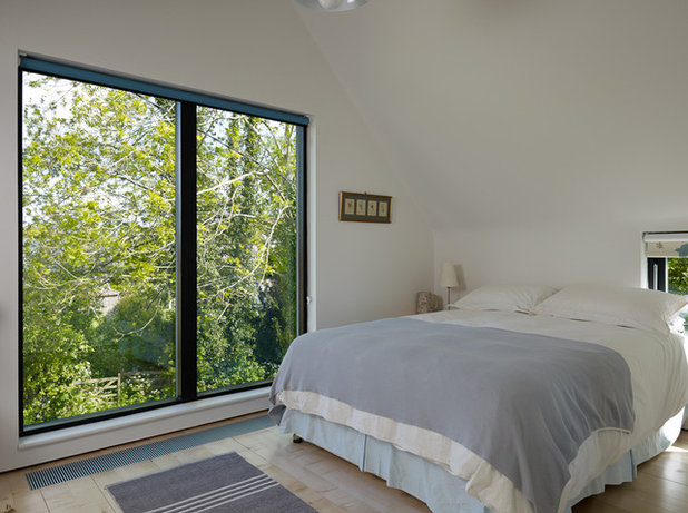 Contemporary Bedroom by Stephen Turvil Architects