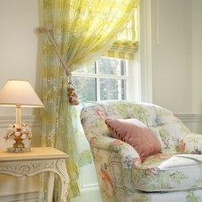 Bedroom by Sussan Lari Architect PC