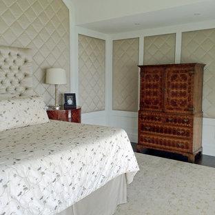 Foto de dormitorio principal, bohemio, grande, con paredes beige, suelo de madera oscura, chimenea de doble cara y marco de chimenea de madera