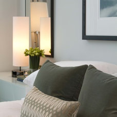 Modern Bedroom by Cardea Building Co.