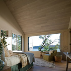 Transitional Bedroom by Peter Stoner Architects