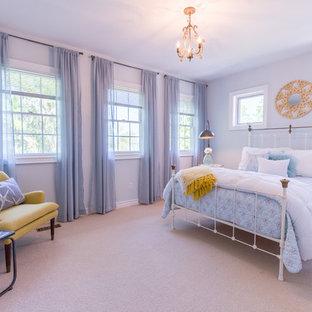 トロントの中くらいのコンテンポラリースタイルのおしゃれな寝室 (青い壁、青い床) のレイアウト