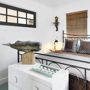 Неиссякаемый источник вдохновения для домашнего уюта: гостевая спальня в морском стиле с белыми стенами