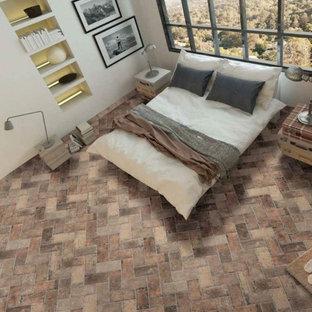 Идея дизайна: хозяйская спальня среднего размера в стиле современная классика с белыми стенами, кирпичным полом и коричневым полом без камина