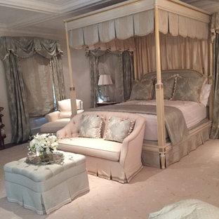 На фото: со средним бюджетом хозяйские спальни среднего размера в викторианском стиле с бежевыми стенами, темным паркетным полом, стандартным камином, фасадом камина из штукатурки и коричневым полом