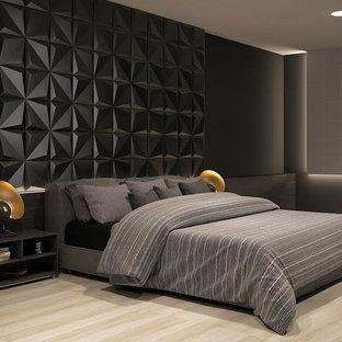 Imagen de dormitorio principal, minimalista, grande, sin chimenea, con paredes negras, suelo de baldosas de porcelana y suelo beige