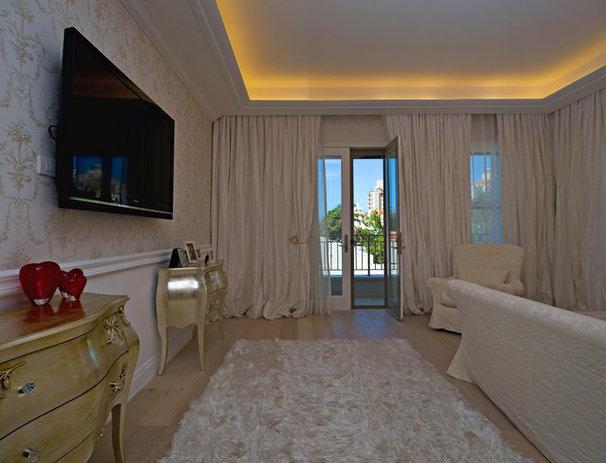 Traditional Bedroom by Yaniv Schwartz - Photographer
