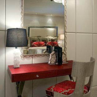 Foto de dormitorio principal, minimalista, grande, con paredes beige, moqueta, chimenea tradicional y marco de chimenea de piedra