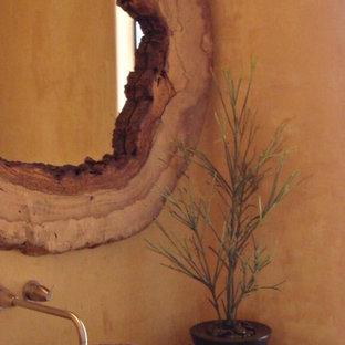 Imagen de habitación de invitados contemporánea, pequeña, sin chimenea, con paredes multicolor y suelo de baldosas de cerámica