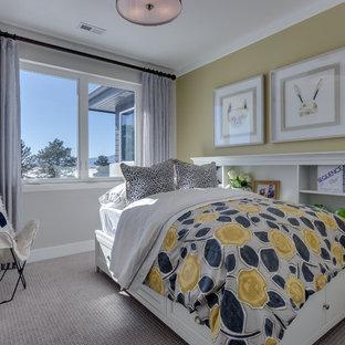 Modelo de habitación de invitados retro con paredes amarillas, moqueta y suelo gris