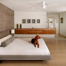 Modern Bedroom by 180 degrees