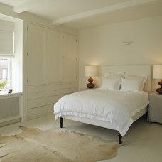 Modern Bedroom by de-spec