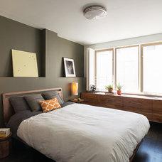 Contemporary Bedroom by BanG studio