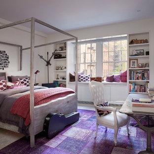 Ejemplo de dormitorio ecléctico, de tamaño medio, sin chimenea, con paredes blancas y moqueta
