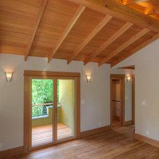 Craftsman Bedroom by Ecobuilding Collaborative of Oregon