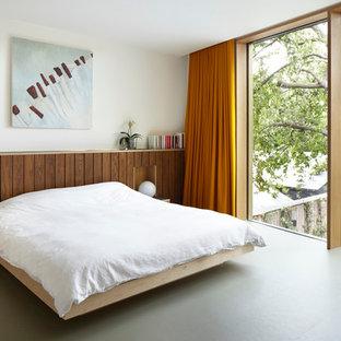 Ejemplo de dormitorio principal, contemporáneo, de tamaño medio, sin chimenea, con paredes blancas y suelo de linóleo