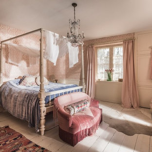 Idées Déco Pour Une Chambre Romantique Avec Un Mur Rose, Un Sol En Bois  Peint