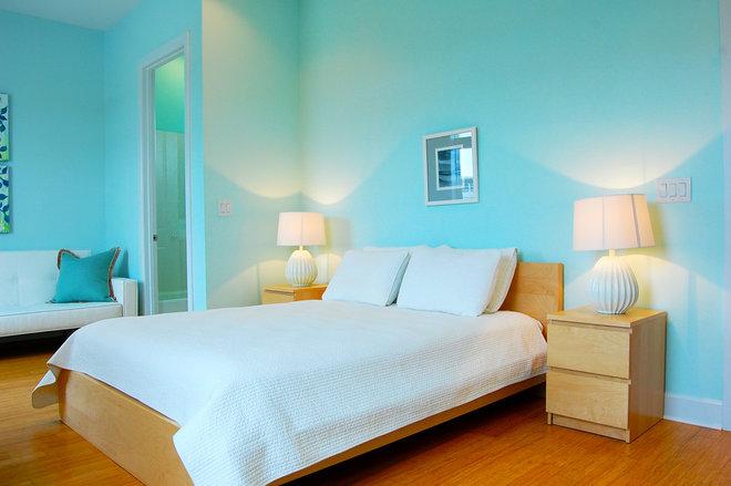 Contemporary Bedroom by Dee McDavid Interiors