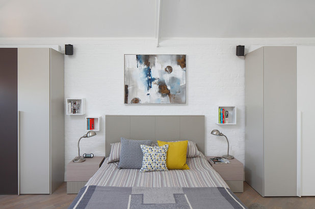 Contemporary Bedroom by Ensoul Ltd