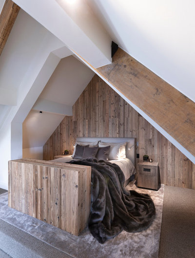 Rustic Bedroom by Llama Architects