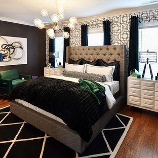 Inspiration för stora moderna gästrum, med grå väggar, mellanmörkt trägolv och brunt golv