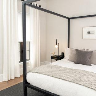 Imagen de habitación de invitados moderna, de tamaño medio, con paredes blancas, suelo vinílico y suelo marrón