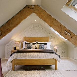 Imagen de dormitorio de estilo de casa de campo con paredes beige