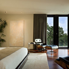 Modern Bedroom by Hughes Umbanhowar Architects