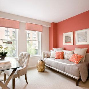 ボストンの中サイズのトランジショナルスタイルのおしゃれなゲスト用寝室 (オレンジの壁、カーペット敷き) のレイアウト