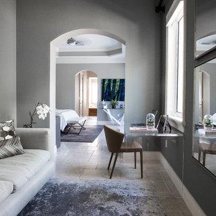 Ejemplo de dormitorio principal, actual, grande, con paredes grises, suelo de travertino y suelo beige