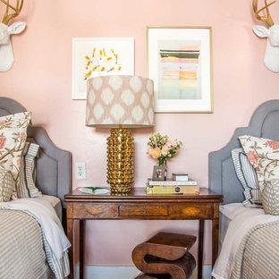 Inspiration för ett mellanstort eklektiskt gästrum, med rosa väggar