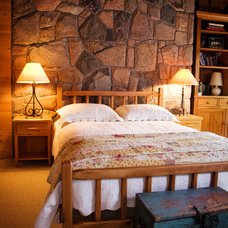 Eclectic Bedroom by Pioneer Handcraft Limited