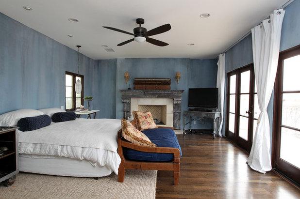 Rustic Bedroom by Custom Design & Construction