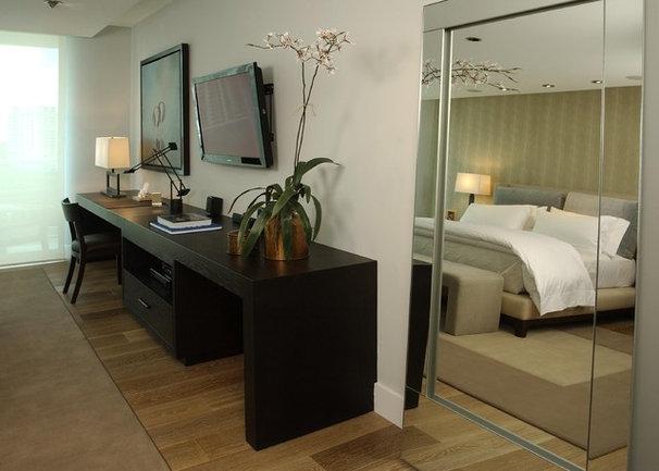 Contemporary Bedroom by poggi design