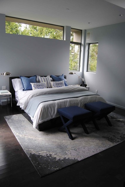 Modern Bedroom by Treoma Design