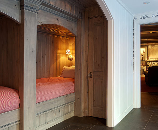 Traditional Bedroom by TEA2 Architects