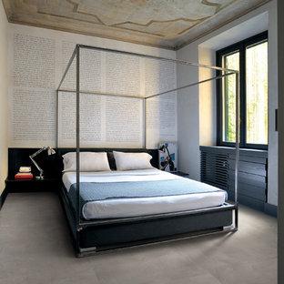Foto de habitación de invitados contemporánea, grande, sin chimenea, con paredes blancas y suelo de baldosas de cerámica