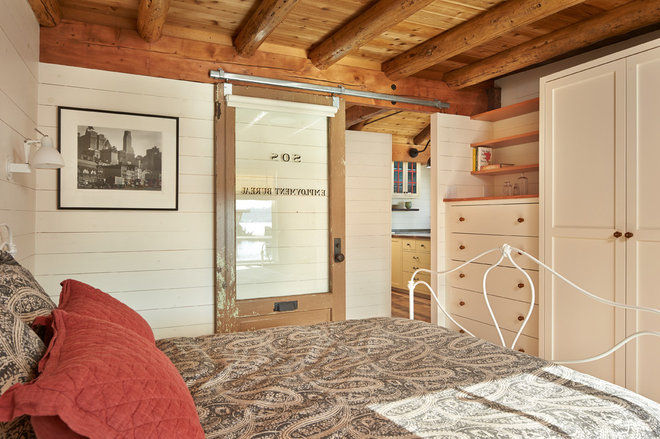 Rustic Bedroom by SHKS Architects