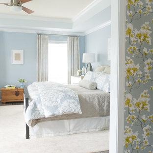 Новые идеи обустройства дома: спальня в классическом стиле с синими стенами