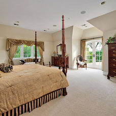 Traditional Bedroom by OutVision