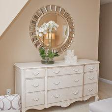 Modern Bedroom by Ashley Rothschild