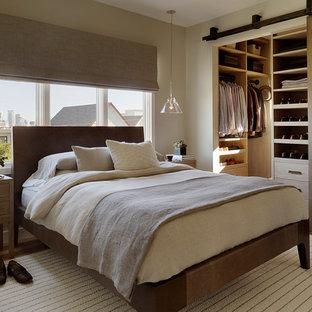 Modernes Schlafzimmer mit beiger Wandfarbe in San Francisco