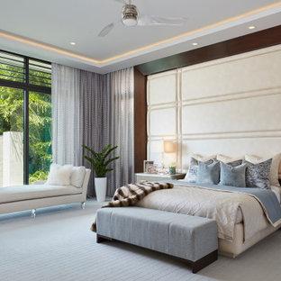 Inspiration för moderna huvudsovrum, med heltäckningsmatta och grått golv