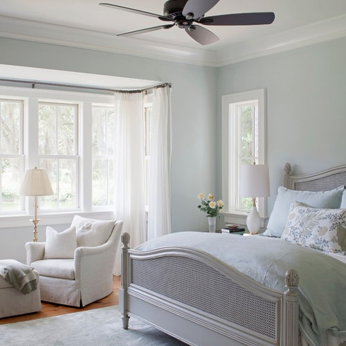 Mid-Sized Bedroom Design Ideas & Remodel Pictures