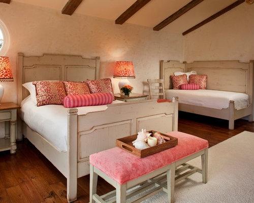 mediterrane schlafzimmer mit beigefarbenen w nden. Black Bedroom Furniture Sets. Home Design Ideas