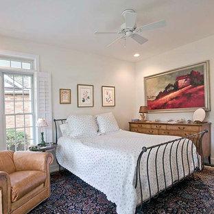 Modelo de habitación de invitados tradicional, de tamaño medio, sin chimenea, con paredes blancas, suelo de pizarra y suelo gris